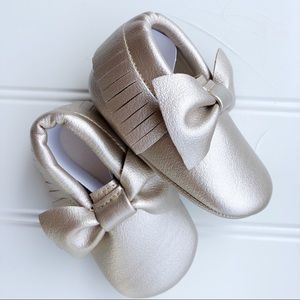 NWT Gold Baby Moccasins   0-6 months